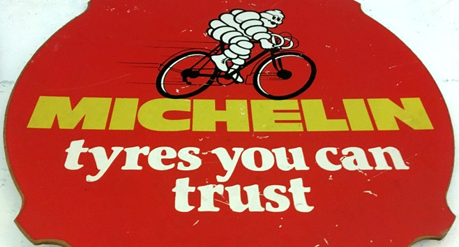 An image of a Michelin road sign displayed in the museum
